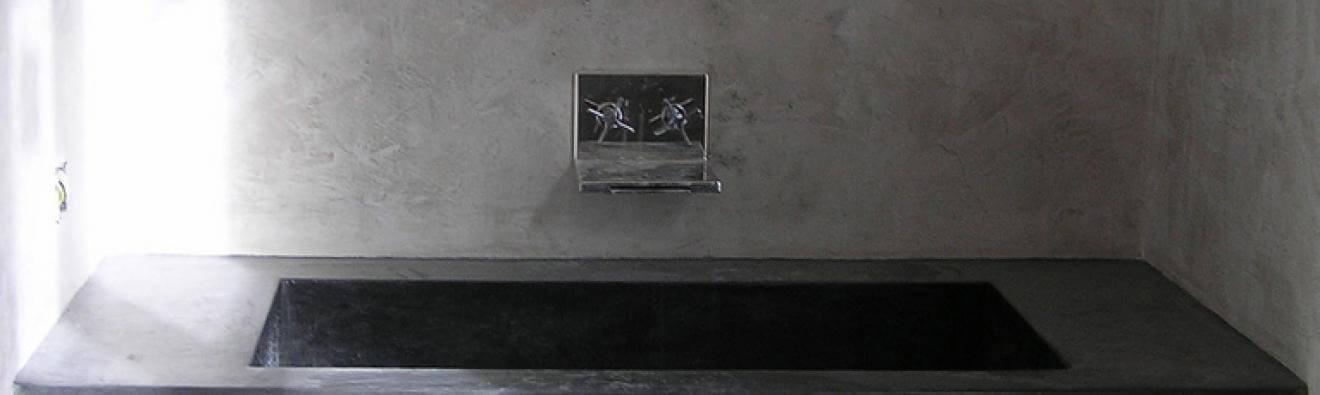 Lave-main-et-mur-vestiaire-en-enduit-a-la-chaux-Creatina