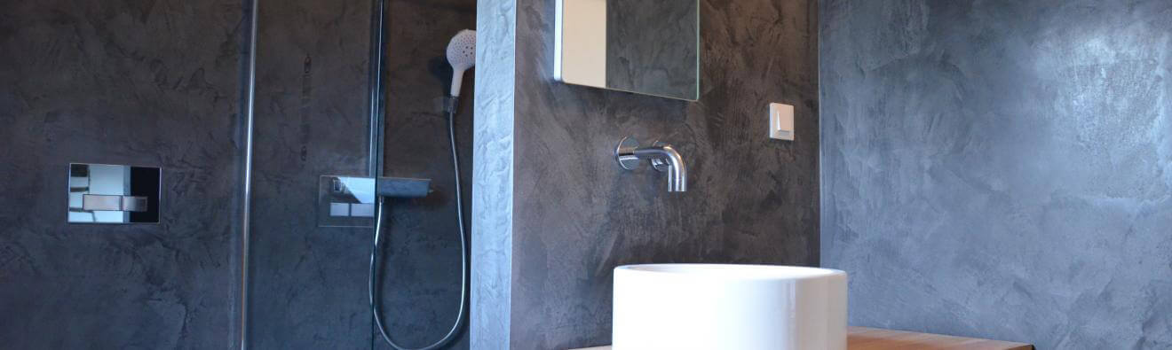 Salle de bains et douche italienne en Creatina de Claylime